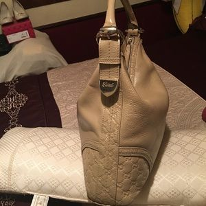 Gucci Bags - 💯 authentic Gucci hobo bag